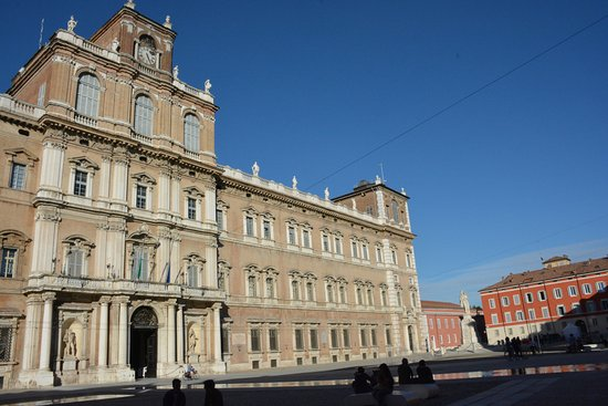 Menikmati Waktu Akhir Minggu Di Kota Modena