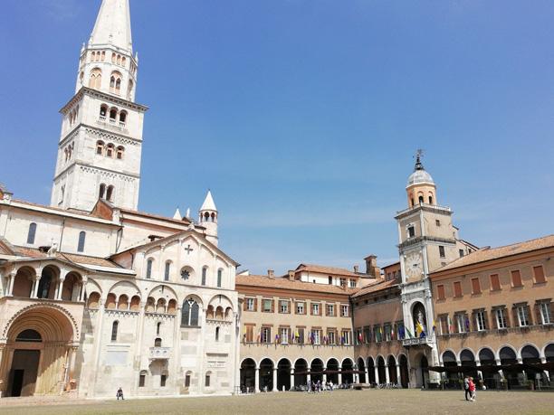 Suasana Romawi Kuno di Kota Modena Italia